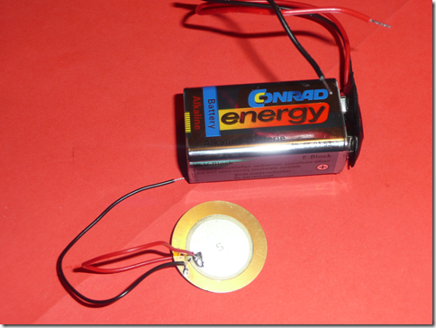 piezo zvočnik + baterija