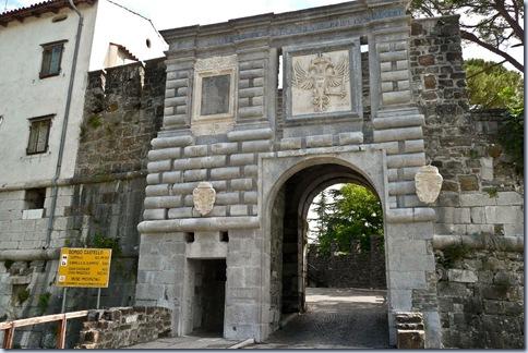 01 vhod skozi zunanje obzidje
