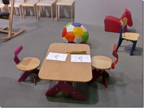 06 Nolik Kid - stolčki in miza