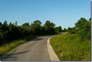 09 cesta pred Tinjanom