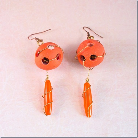 oranžni uhani z luknjami