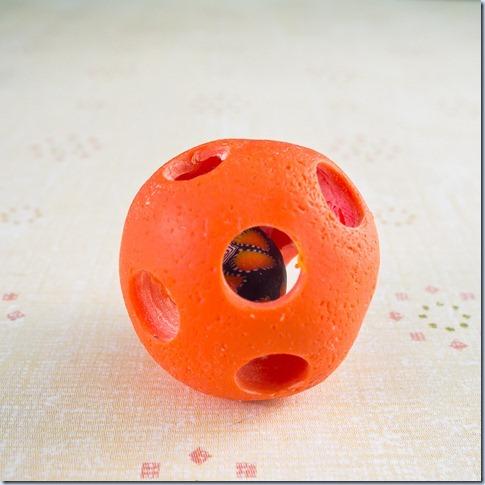 oranžna z notranjo kroglico