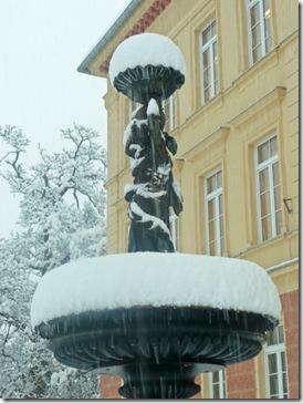vodnjak pred šolo